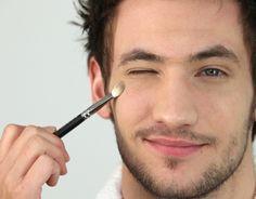 Maquillaje para hombres - Para Más Información Ingresa en: http://hombreselegantes.com/maquillaje-para-hombres/