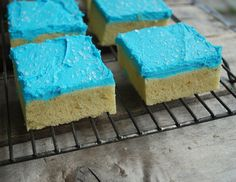 Sugar Cookies made easy! Change the frosting color to fit any. Sugar Cookies made easy! Change the frosting color to fit any… Sugar Cookie B Sugar Cookie Bars, Sugar Cookie Frosting, Cookie Desserts, Dessert Recipes, Dinner Recipes, Christmas Sugar Cookies, Christmas Sweets, Christmas Ideas, Frosting Colors