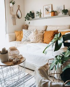 Bohemian Chic Dekor Wohnzimmer Traditionelles Dekor in 2020 Boho Living Room, Home And Living, Living Room Decor, Bedroom Decor, Bohemian Living, Decor Room, Bedroom Inspo, Warm Living Rooms, Wall Decor