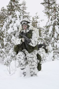 A soldier wearing a Finnish snow camouflage pattern uniform during practice in snowy conditions (winter time).
