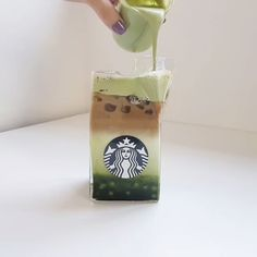 Easy homemade matcha latte 💚 | Created by: IG - @y.na_ Aesthetic Drawing, Flower Aesthetic, Aesthetic Food, Coffee Shop Photography, Coffee Shop Menu, Matcha Drink, Fruit Smoothie Recipes, Cocktail Glass, Cafe Food