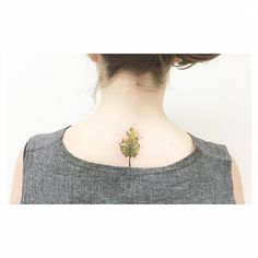 Little watercolor style tree on the upper back. Tattoo artist: Banul