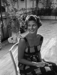 Ingrid Bergman in a sundress. What is that charming little padlock at her waist? Naughty but nice. #styleicon #modcloth