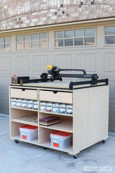 Woodworking Projects Garage How to build a DIY mobile workbench with storage.Woodworking Projects Garage How to build a DIY mobile workbench with storage Best Woodworking Tools, Woodworking Workbench, Woodworking Workshop, Easy Woodworking Projects, Woodworking Furniture, Diy Wood Projects, Woodworking Techniques, Popular Woodworking, Woodworking Inspiration