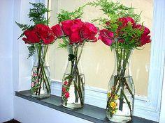 Flores en botellas! Just love it!! #garrafas #flores #rosas