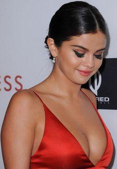 Selena Gomez .