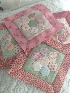 Quilt - Grandmothers Flower Garden Block  - Would make a beautful baby quilt.