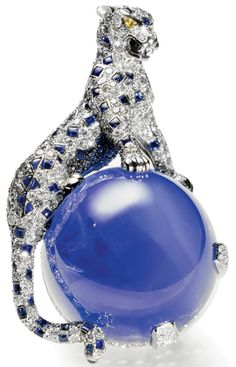 Cartier, 1949. Made for the Duchess of Windsor. The sapphire is of Kashmir origin, 152.35 carats.