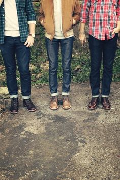Really simple garments. Plain t-shirt, plaid shirt and cuffed jeans with boots.