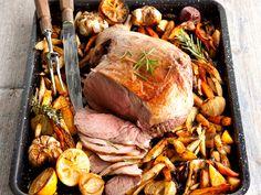 Karitsa on pääsiäispöydän perinteinen juhlaruoka. Tarjoa se perinteisenä paistina, riittoisana patana, pikaisina kyljyksinä kuin mausteisina lihapullinakin. Pot Roast, Lamb, Turkey, Koti, Beef, Cooking, Ethnic Recipes, Easter, Inspiration