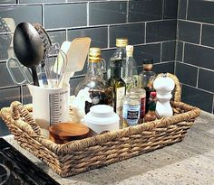 Se tem um cômodo da casa que ganha minha atenção no quesito organização é a cozinha! Para ser sincera na hora de testar alguma receita nova, sempre rola aquela baguncinha boa, porém pensar em forma…