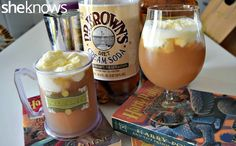 Use cream soda, butter and rum extracts and is topped with a mixture of whipped cream, marshmallow fluff and a little more rum extract. So tasty. To kick it up a notch for the grown-ups, you can add a little dark rum instead of the extract. Doubly tasty! #HarryPotter #drinks #recipe