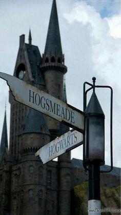 Hogsmeade or Hogwarts? - Hogsmeade or Hogwarts? Harry Potter Tumblr, Harry Potter World, Magia Harry Potter, Arte Do Harry Potter, Harry Potter Love, Harry Potter Universal, Harry Potter Fandom, Harry Potter Hogwarts, Harry Potter Items
