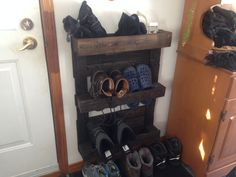 raque à chaussures Shoe Rack, Camping, Shoes, Projects To Try, Shoe, Campsite, Shoes Outlet, Shoe Cupboard, Outdoor Camping