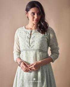 Simple Kurti Designs, Salwar Designs, Kurti Neck Designs, Kurta Designs Women, Kurti Designs Party Wear, Dress Neck Designs, Stylish Dress Designs, Stylish Dresses, Fashion Dresses