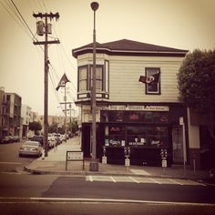 The Pig and Whistle Bar and Restaurant is a quintessential English pub specializing in quality Ales from around the world. - San Francisco, CA. Pinned by #BabooSanFran - baboosf.com