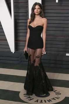 Emily Ratajkowski black sheer dress at Vanity Fair Oscar Strapless sweetheart neckline, sheer skirt with lace appliques. Sexy Outfits, Sexy Dresses, Beautiful Dresses, Prom Dresses, Fashion Outfits, Formal Dresses, Lace Dresses, Mode Outfits, Elegant Dresses