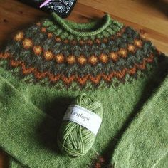 Салатовый лопапейса Knitting Wool, Fair Isle Knitting, Knitting Stitches, Hand Knitting, Hand Knitted Sweaters, Knitted Hats, Icelandic Sweaters, Knitting Projects, Knitwear