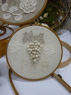 Stumpwork grapes - this is so pretty! Hand Embroidery Art, Tambour Embroidery, Vintage Embroidery, Embroidery Stitches, Embroidery Patterns, Lacemaking, Brazilian Embroidery, Irish Crochet, Embroidered Flowers