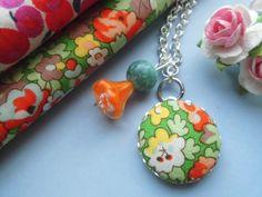 *Orange* Stoffknopf  Kette mit Blumen versilbert von Happy Lilly auf DaWanda.com