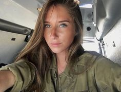 📷 Photo by Beauty will save the World – Idf Women, Military Women, Israeli Female Soldiers, Israeli Girls, Ukraine Girls, Brave Women, Military Girl, Girls Uniforms, Girl Next Door