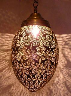 Artisanat maroc : Lampes suspension, Lampe ambiance en laiton ciselé et gravé