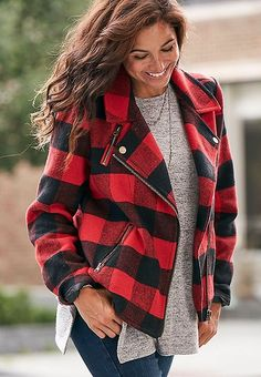 Shorten jacket to show off hourglass figure and lengthen your legs. Plaid Coat, Plaid Jacket, Moto Jacket, Fall Winter Outfits, Autumn Winter Fashion, Tartan, Blue Jeans, Tweed, Burberry