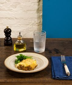 Torta madalena | #ReceitaPanelinha: Com jeito de prato para a família, sabor de infância e ar retrô. É uma camada de carne moída temperada com molho inglês caseiro e feito na hora e uma camada de purê de batata.