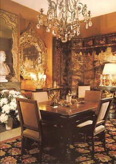 How many of you know that Coco Chanel was a great lover of Chinoiserie? Shown here are photos of her apartment at 31 Rue Cambon where she d. Coco Chanel, Elegant Dining Room, Dining Room Design, Dining Rooms, Dining Area, Parisian Apartment, Paris Apartments, Beautiful Interiors, Beautiful Homes
