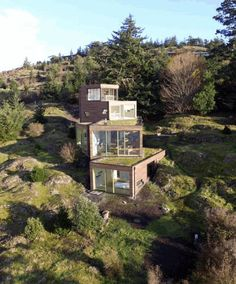 Four Stacked Boxes Defining Modern Family House in San Juan Island - Baustil Ideen Architecture Company, Modern Architecture House, Architecture Design, Architecture Interiors, House Interiors, Modern Family House, Modern House Design, Contemporary Design, Houses On Slopes
