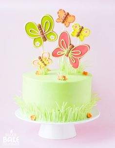 spring cake with butterfly cookies Rolled Sugar Cookies, Roll Cookies, Cake Cookies, Cupcake Cakes, Twinkie Cupcakes, Daisy Cupcakes, Filled Cupcakes, Cheesecake Cupcakes, Crinkle Cookies