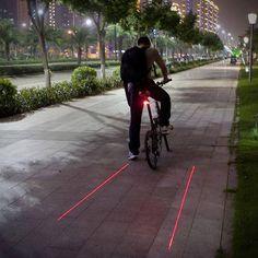 Pra garantir que você seja visto quando estiver andando de bicicleta à noite. Laser instalado embaixo do banco projeta duas faixas vermelhas no chão! [ONDE COMPRAR NO BRASIL: http://el2.me/KLDG]