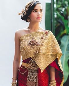 traditional Thai wedding dress in gold and deep red hues Traditional Thai Clothing, Traditional Fashion, Traditional Outfits, Cambodian Wedding Dress, Thai Wedding Dress, Laos Wedding, Khmer Wedding, Thailand Wedding, Thai Fashion