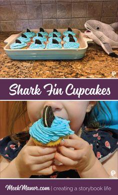 Shark Fin Cupcakes, easy and completely irresistible - Meek Manor Shark Week Drinks, Shark Snacks, Shark Party Foods, Shark Fin Cupcakes, Shark Cake Pops, Beach Cupcakes, Shark Birthday Cakes, 5th Birthday, Birthday Ideas