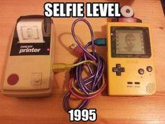 Nintendo Game Boy camera - the original selfie. Game Boy, Disney Buzzfeed, 90s Memes, Funny Memes, It's Funny, Videos Funny, Nintendo, Gameboy Pokemon, Daft Punk