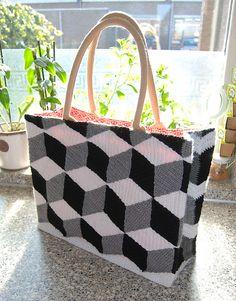 Ravelry: kabeltrui's 3D Bag