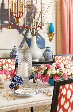 Table setting designed by Eddie Ross for Ballard Designs catalog Dining Room Design, Dining Room Table, A Table, Dining Rooms, Dining Chairs, Chinoiserie Elegante, Home Interior, Interior Decorating, Classic Interior