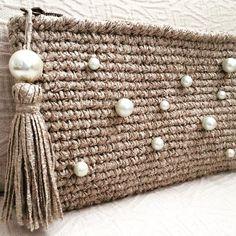 """84 Likes, 7 Comments - Macadamia Republic (@macadamiarepublic) on Instagram: """"Sencillo, pero con un toque 😜#macadamiarepublic #handmade #hechoamano #ganchillo #crochet #handbag…"""""""