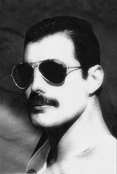 Freddie Mercury Zippertravel.com Digital Edition