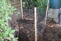 Lombhulláskor a kerti munka javát a falevelek összegyűjtése jelenti. El lehet égetni, vagy be lehet zsákolni, de az igazán gondosak komposztálnak.