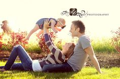 15 Ideas for baby boy pictures 1 year mom 6 Month Baby Picture Ideas, Cute Family Photos, Family Photos With Baby, Family Picture Poses, Baby Boy Pictures, Family Photo Sessions, Family Photo Props, Family Portrait Poses, Family Posing