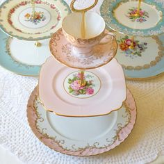 Love the mix of dishes used in these trays ~ BLANCHSTYLE