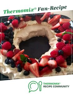Recipe Christmas Wreath Berry Pavlova by ThermoFRESH, learn to make this recipe easily in your kitchen machine and discover other Thermomix recipes in Desserts & sweets. Christmas Pavlova, Christmas Desserts, Christmas Ideas, Christmas Wreaths, Sweets Recipes, Snack Recipes, Pavlova Recipe, Junk Food Snacks, Thermomix