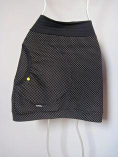 Skirt Black Dots Sukně je ušitá z elastického silnějšího úpletu a je ozdobená velkou kapsou s poutkem a barevným knoflíčkem. Pas je pružný a je možné upravit délku ohrnutím. Barvačernošedý puntíček Kapsa černošedý puntíček,lemování černá, knoflíček kytička limetkový Materiálpružný 95% bavlna, 5% elastan Velikost S: celková délka sukně 52cm, horní ... Sewing Clothes, Diy Clothes, Fabric Stamping, Bubble Skirt, Black Dots, Refashion, Sewing Projects, Sewing Patterns, Dress Up