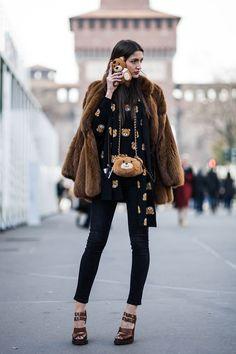 look ursinho Moschino. ideia para usar casaco de pele: marrom com preto
