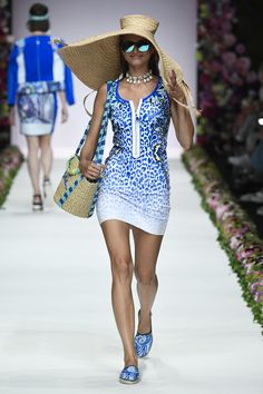 Active Wear, Fashion Show, Cover Up, Spring Summer, Veils, How To Wear, Hats, Dresses, Vestidos