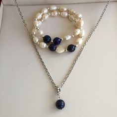 Hermoso sets en plata con detalles en perlas de agua dulce.