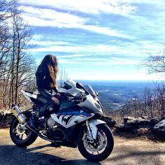 Motorcycle Babes Riding Alone Drag Bike, Bmw S1000rr, Lady Biker, Biker Girl, Motorcycle Couple, Ride Out, Bike Photoshoot, Motorbike Girl, Kawasaki Vulcan