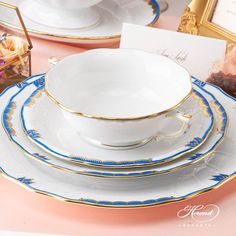 Herend porcelain Place Setting 5 Pieces – Herend Princess Victoria Blue. Dinnerware Ideas, Princess Victoria, Dinner Sets, Vintage China, Place Settings, Dinner Plates, Fine China, 5 D, Wedding Gifts