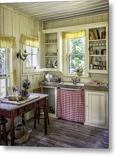 Country Farm Kitchen, Small Country Kitchens, Small Farmhouse Kitchen, English Country Kitchens, Barn Kitchen, Retro Kitchen Decor, Cozy Kitchen, Small French Country Kitchen, 1940s Kitchen